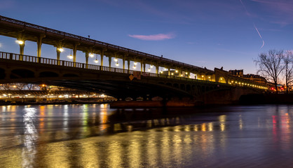 Bir-Hakeim bridge at dawn in winter - Paris, France