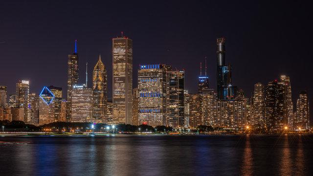 Skyline von Chicago Illinois am Abend
