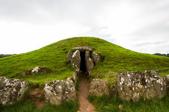 Bryn Celli Ddu prehistoric passage tomb. Entrance shown.