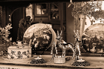 Weihnachtliches Stillleben - Wohnzimmerdekoration in Sepia