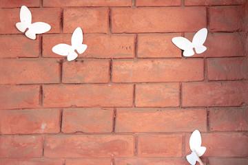 Foto auf AluDibond Schmetterlinge im Grunge red brick wall with pasted paper butterflies