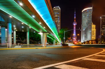Fotomurales - under the pedestrian bridge of shanghai cityscape at night, China