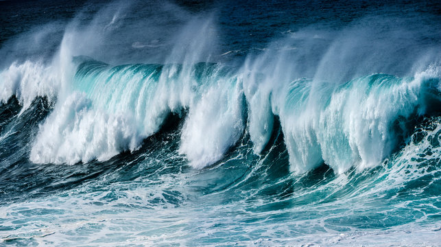 big sea wave