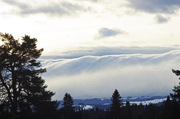 Fototapeta Chumy przechodzące nad górami Tatrami, wiatr halny obraz