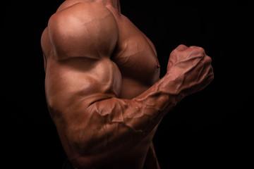 Muscled male model flexing biceps Fototapete