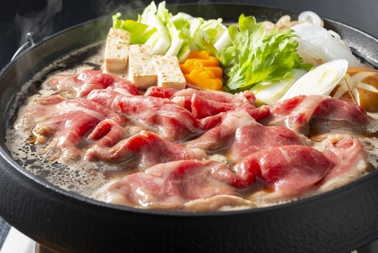新鮮で美味しい牛肉のすきやき