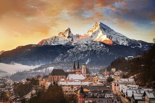 Blick auf Berchtesgaden mit Watzmann