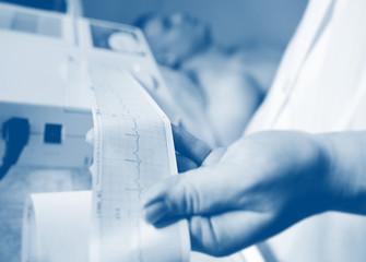 Nurse makes the patient cardiogram