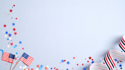 Happy Presidents Day banner mockup with American flags, confetti and ribbon. USA Independence Day, American Labor day, Memorial Day, US election concept. Fotomurales