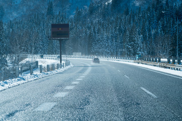冬・高速道路