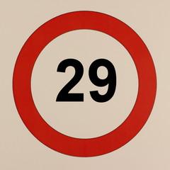 Grafische Darstellung des Straßenverkehrszeichen Maximalgeschwindigkeit 29 km/h