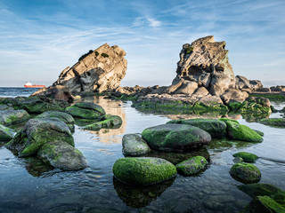 Photo sur Aluminium Fantastique Paysage Dangerous rocks at the coast of the straight of Gibraltar near Algeciras, Spain