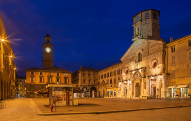 Wall Mural - REGGIO EMILIA, ITALY - APRIL 12, 2018: Piazza del Duomo square at dusk..