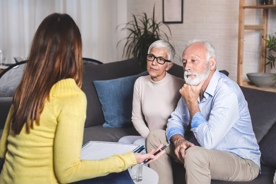 Senior couple resolves problems with an advisor
