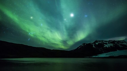 Wall Mural - 4K Aurora Borealis over a glacier lagoon in the arctic
