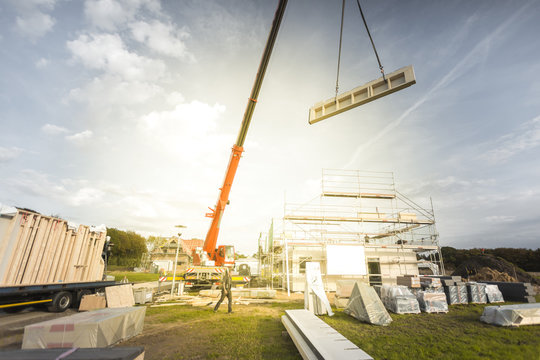 Construction of a Single Family Home with the Help of a Crane