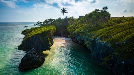 Poster Afrique Hidden beach between cliffs in Zanzibar Tanzania.