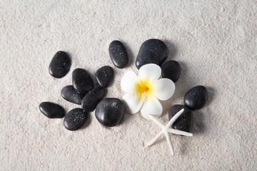 Photo sur Toile Zen pierres a sable zen stones on sand beach