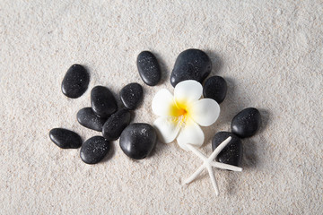 Photo sur Plexiglas Zen pierres a sable zen stones on sand beach