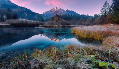 Fotomurales - Awesome Alpine Valley during sunset with majestic mountain peak on background Scenic image of nature at lake Zelenci in autumn. Zelenci nature reserve. Triglav national park. Kranjska Gora, Slovenia