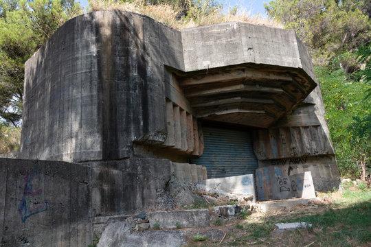Bunker della seconda guerra mondali abbandonato (Genova, Italia)