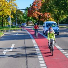 Konfliktsituation zwischen Radfahrern und abbiegendem Verkehr