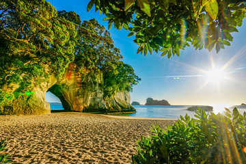 Foto op Plexiglas Cathedral Cove cathedral cove coromandel new zealand sunrise