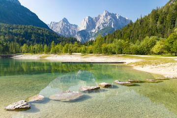 Fototapeten Pistazie Lake and mountains near Kranjska Gora village in Triglav national park, Slovenia
