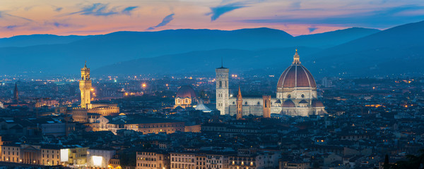 Wall Mural - Basilica of Santa Maria del Fiore (Basilica of Saint Mary of the Flower) in Florence, Tuscany, Italy