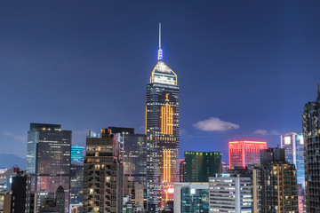 Skyline of downtown of Hong Kong city at night Fotomurales