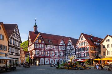Fototapete - Marktplatz und Rathaus, Bad Urach, Deutschland