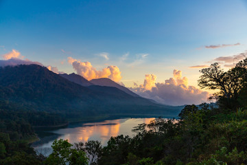 Spoed Fotobehang Blauw Beautiful sunset over lake Tamblingan. Scenery nature landscape. Amazing view on volcanic mountains and cloudy sky. Bali island, Indonesia.