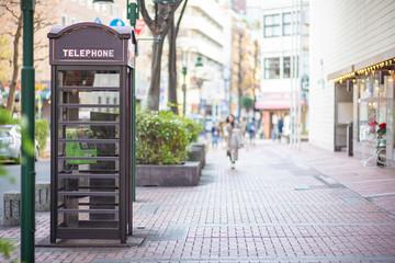 おしゃれな日本の公衆電話(横浜馬車道)