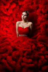 Photo sur Aluminium Individuel Fashion Model art Red Dress, Woman Beauty portrait, Beautiful Girl in Waves Cloth Gown