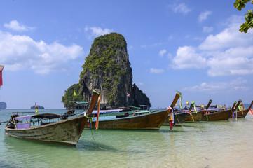 Photo sur Aluminium Olive Longtail boats sur la mer d'Andaman