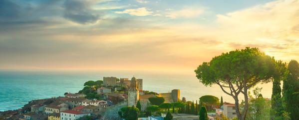 Foto op Plexiglas Mediterraans Europa Castiglione della Pescaia, old village panoramic view. Maremma Tuscany, Italy