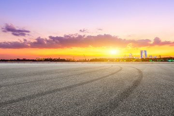Foto auf Acrylglas Flieder Empty race track ground and city skyline in Suzhou at sunset,China.