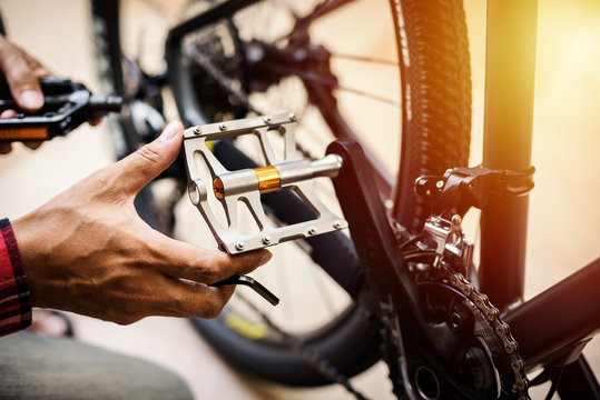 Changing bicycle pedals