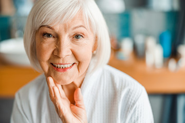 Lovely old woman looking at camera and smiling Fotomurales