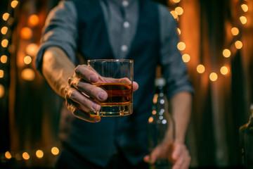 Barman pouring whiskey whiskey glass Fototapete