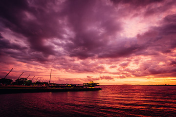 Poster Crimson Por do Sol no Gasômetro - Sunset Harbor