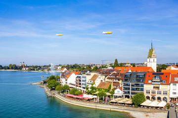 Wall Mural - Friedrichshafen mit Zeppelinen, Bodensee, Deutschland