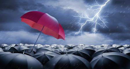 Red Umbrella with Crowd of black Umbrellas in Rain and Thunderstorm wit Lightning Sprache für Stichwörter: English