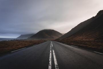 Foto op Plexiglas Bergen Empty roads and sunset in Iceland