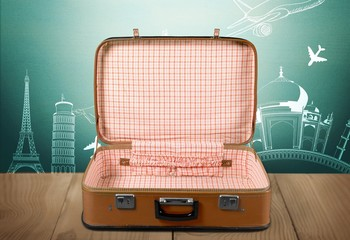 Photo sur Toile Les Textures Vintage retro brown suitcase on desk