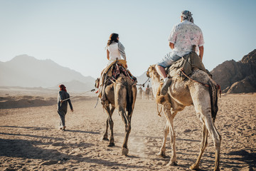 Foto op Canvas Kameel a ride on the camel
