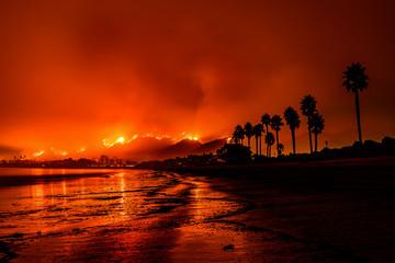 Deurstickers Rood paars Thomas Fire in Santa Barbara, California