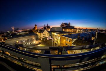 Sonnenaufgang über den Dächern von Mainz