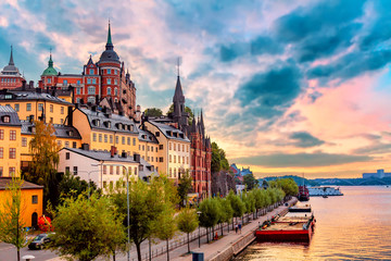 Foto auf AluDibond Stockholm Stockholm, Sweden. Scenic summer sunset view with colorful sky of the Old Town architecture in Sodermalm district.