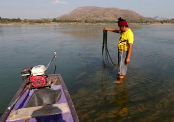 Fisherman shows the algae growing in Mekong river outside Loei